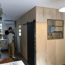 キッチンを壁で囲う